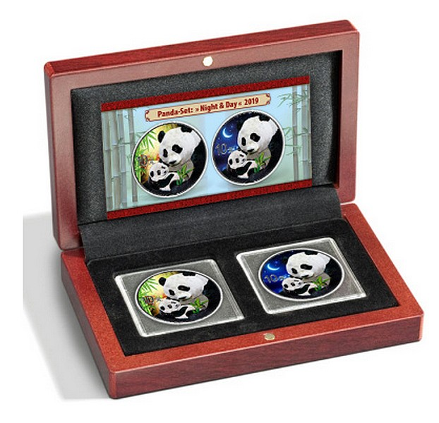 Panda Day and Night set - PANDA DEN A NOC 2019 sada 2 mincí (2 x 30g)